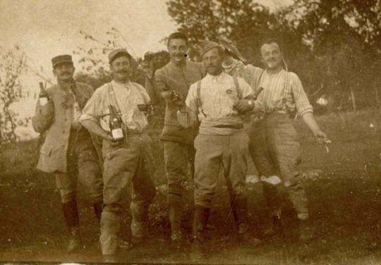 1soldats_campagne_bouteilles_est_1910