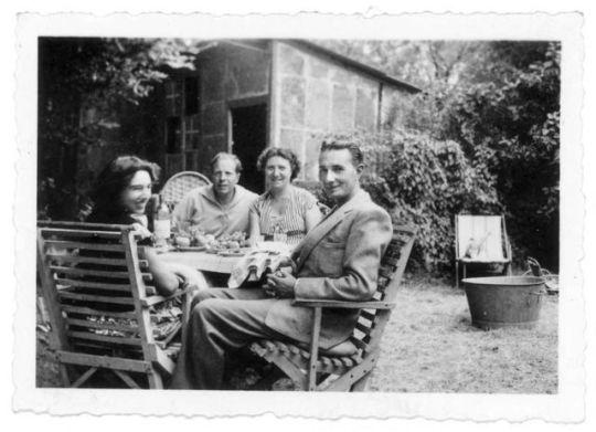 1france_jardin_famille_14-8_1950